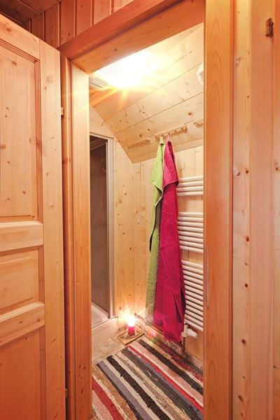 Twin room, shared shower/shared toilet, facing the mountains
