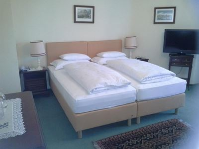 Double room, bath, toilet, balcony