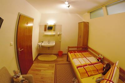Family room, shower, toilet, 2 bed rooms
