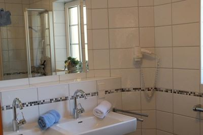 Apartment, shower, toilet, 2 bed rooms