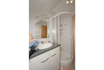 Twin room, shower, toilet, lake view