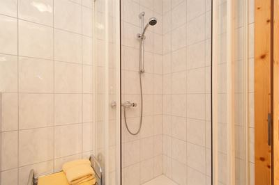 Double room, shower, balcony