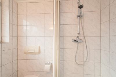 Apartment, shower, toilet, modern conveniences