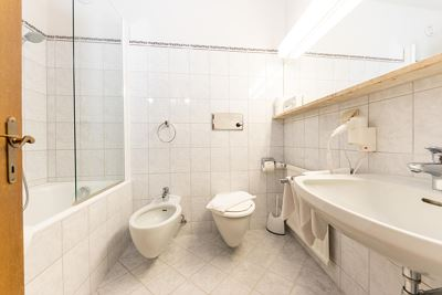 Double room, bath, toilet