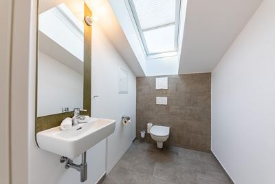 Apartment, separate toilet and shower/bathtub, south