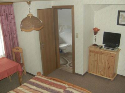 Double room, shower, toilet