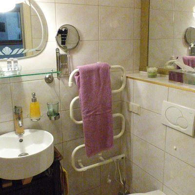 Double room, shower, toilet, superior