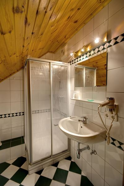 Holiday home, shower, toilet, facing the garden