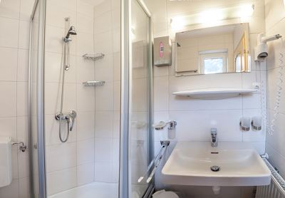 Triple room, shower, toilet