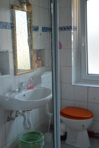 Double room, shared shower/shared toilet, facing the road
