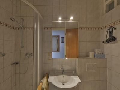 Triple room, shower or bath, toilet