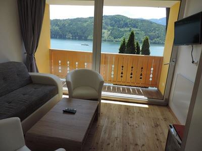 Family room, shower, toilet, lake view