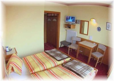 Double room, bath, toilet, 1 bed room