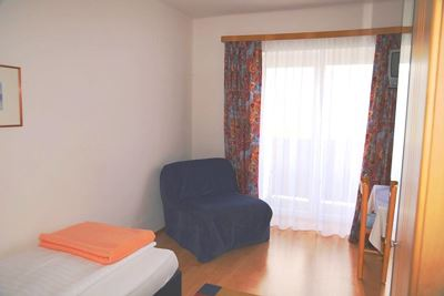 Single room, shower, toilet, north