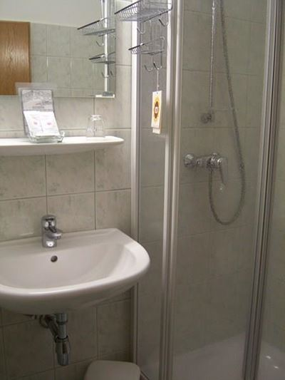 Twin room, shower or bath, toilet, lake view