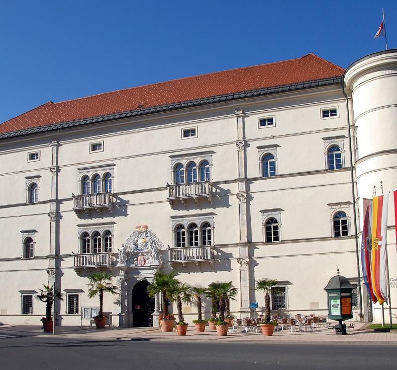 Ferienhaus Am See Haus Nummer 1 Leipziger Neuseenland: Komödie In Schloss Porcia